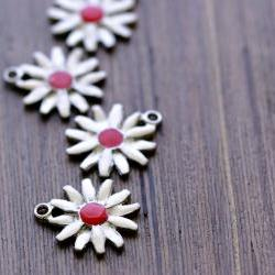 Vintage Red White Enameled Daisy Flower Metal Charms - last lot